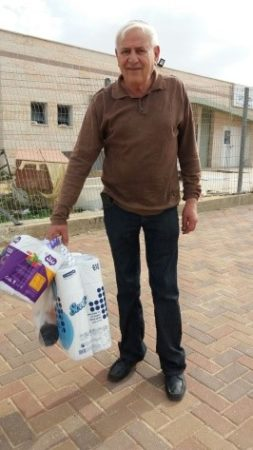 Receiving aid from sderot aid center