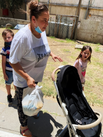 Single mother in Bat Yam receives gift of groceries from Israel Relief Aid