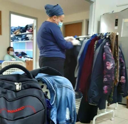 Mother browsing at Haifa Aid Center