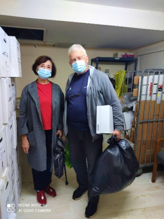 Couple in need receives Israel Relief Aid at Ashdod Aid Center